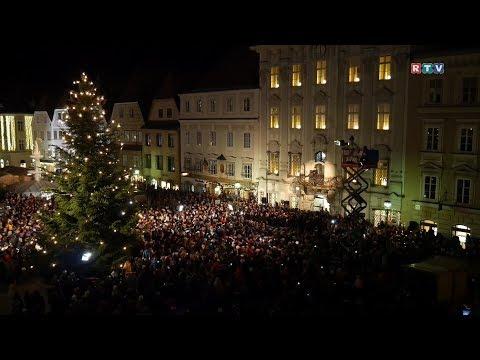 Stille Nacht, heilige Nacht - Der größte Chor Österreichs sang Stille Nacht am Stadtplatz Steyr