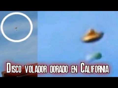Disco volador dorado grabado sobre Riverside, California