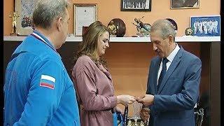 Виталина Симонова подарила медаль министру спорта