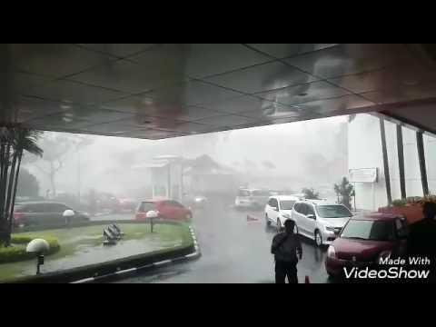 Hujan badai es di Bandung hari ini