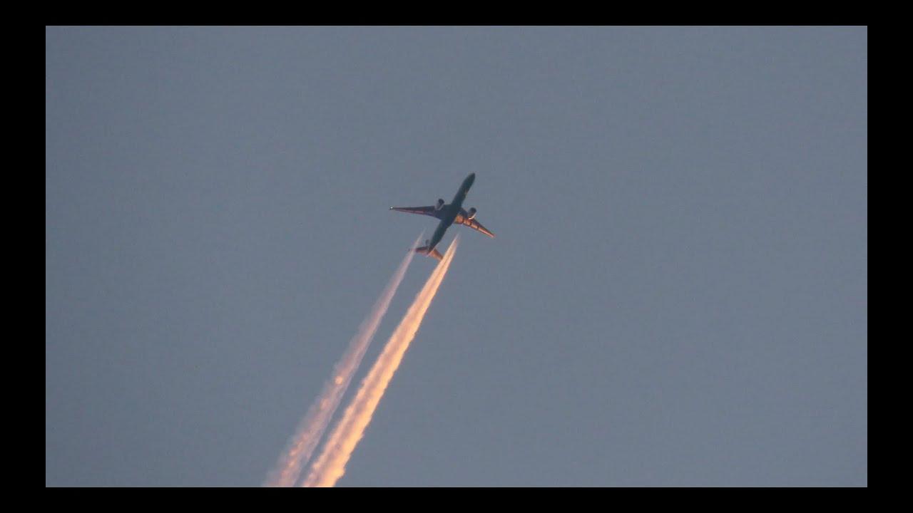 EVA Boeing 777-300ER Contrails reg. B-16707