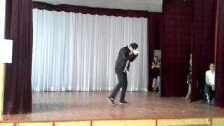 Танец в стиле Майкла Джексона(смесь стилей)