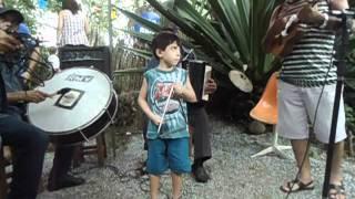 Rafael Tocando Triangulo...