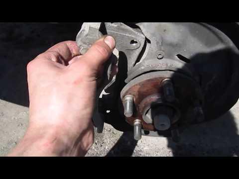 Замена передних тормозных дисков и колодок на Toyota Carina 210 кузов