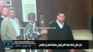 مصر العربية | حاجز خشبي لاخفاء ضباط الامن الوطني بمحاكمة انصار بيت المقدس