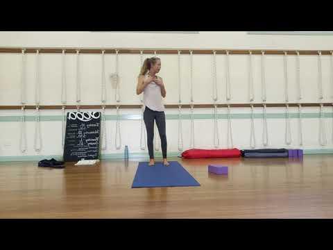 Come fare yoga da soli! from YouTube · Duration:  17 minutes 53 seconds