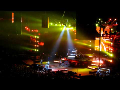 Guns N Roses - Welcome To The Jungle - Palace Of Auburn Hills - Detroit, MI - 12-1-11