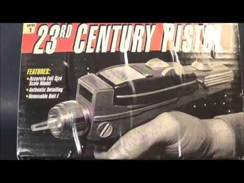 23rd Century Pistol 1:1 Star Trek TOS Phaser Model Kit Review @ SMKR
