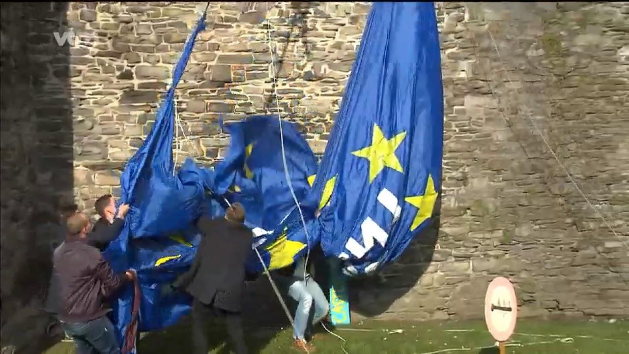 S&V actvists tearing down a pro-migration banner at Graavensteen Castle