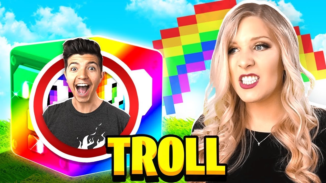 TROLLING MY WIFE WITH RAINBOW LUCKY BLOCKS IN ROBLOX!