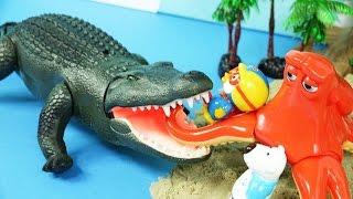 대왕악어와 문어의 킨더조이 알까기 결투! 움직이는 악어 장난감과 뽀로로 장난감 친구들 모래놀이 킨더조이 서프라이즈 에그 장난감놀이