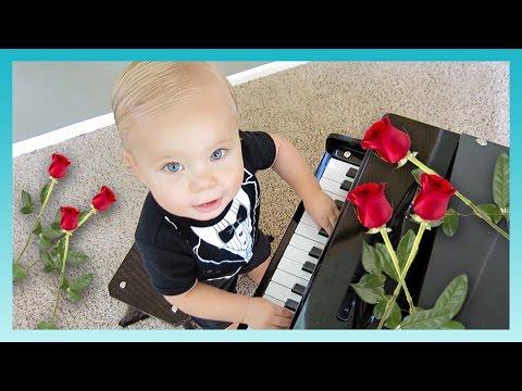 PIANO BABY GENIUS! | Look Who's Vlogging: Daily Bumps