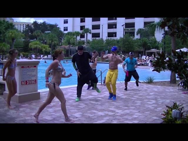 Vivir Mi Vida - Marc Anthony - Salsa Fitness w/ Bradley - Crazy Sock TV Videos De Viajes