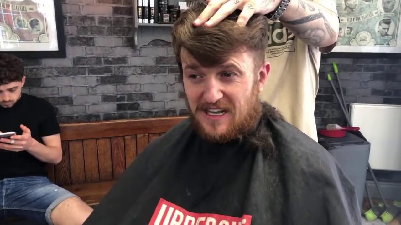 Tommy Robinson gets a haircut after prison!