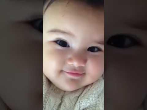 Bayi cantik senyum manis