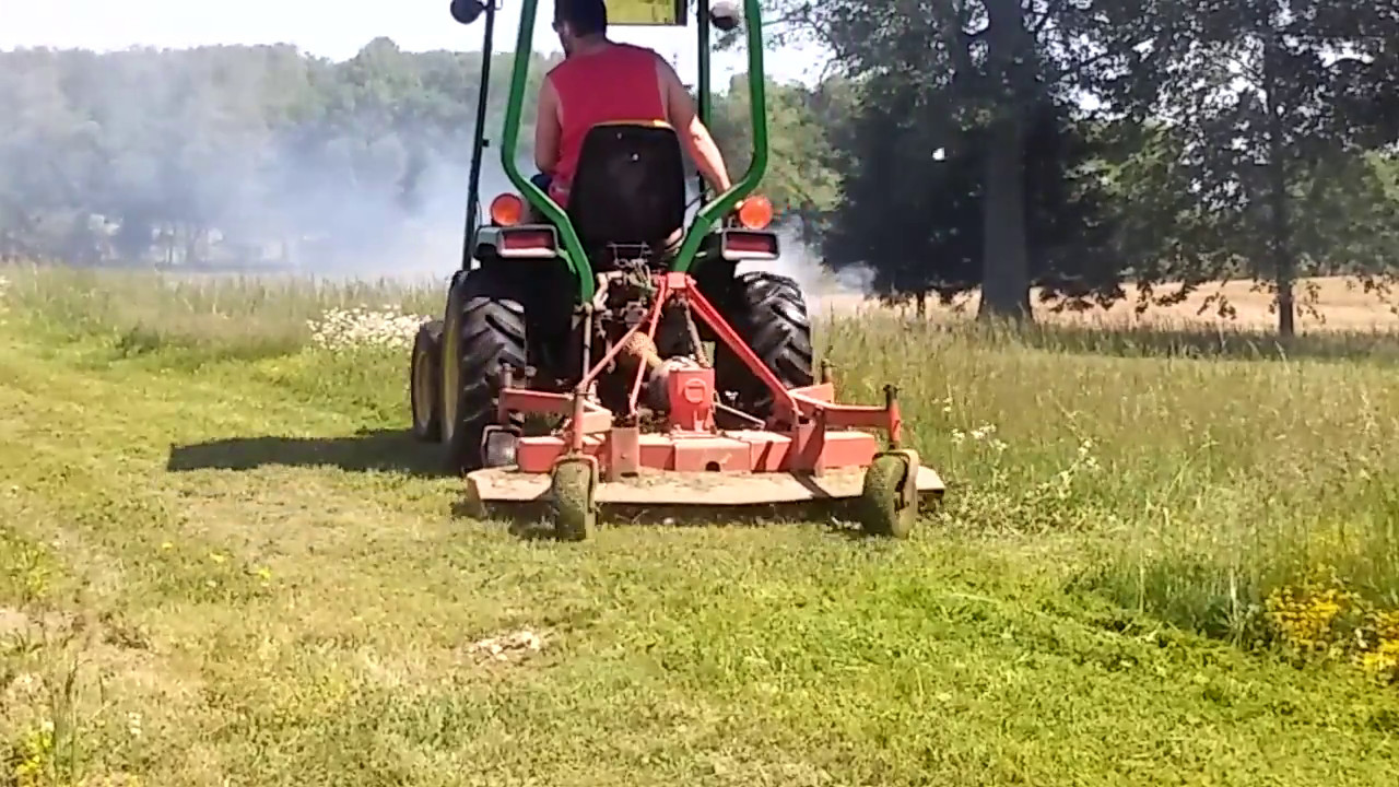John Deere 855 VS  Tall Grass