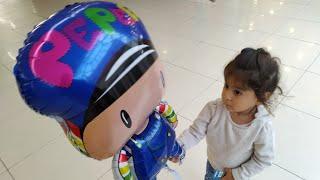 Ayşe Ebrar Önce Kertenkele Çocuklu Uçan Balon Almak İstedi Vazgeçti Pepeli Uçan Balon Aldı.