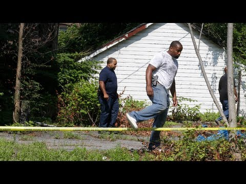 East Cleveland, Ohio: police and volunteers hunt for more bodies