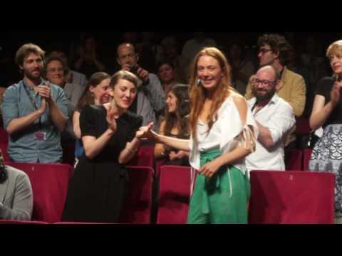 #Cannes2017 - Jeune Femme - la réaction du public à la projection de 11h Un  Certain Regard