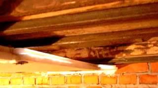 видео Из чего лучше выполнить гидроизоляцию вентилируемого подполья в деревянном доме.