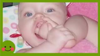 Videos para niños ★ Gemelos más lindos tienen tiempo divertido juntos #WoaBaby