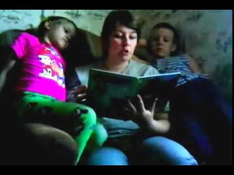 Изображение предпросмотра прочтения – МарияБочкарёва читает произведение «Три медведя» (Русский фольклор )