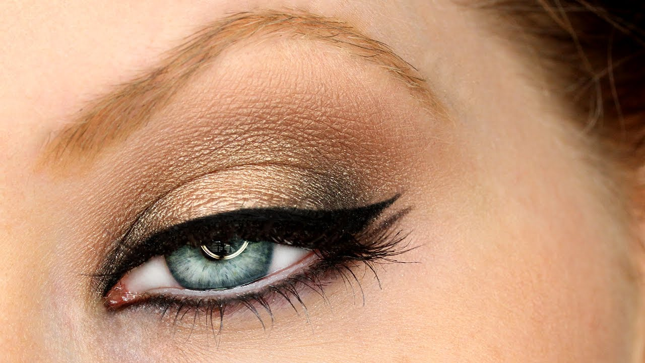 Dramatic Black u0026 Gold Holiday Smokey Eyes - YouTube