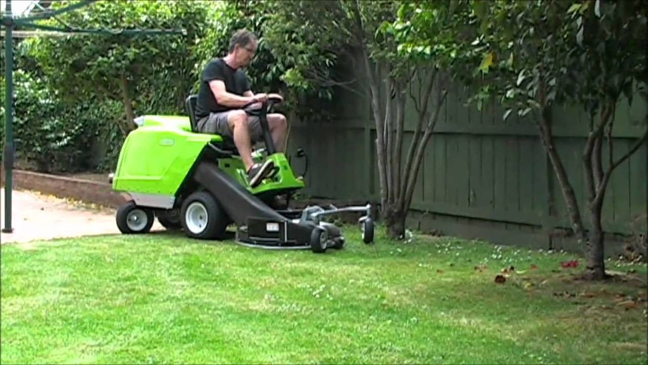 Grillo Fd220r Out Front Deck Ride On Mower Youtube