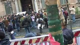 29-10-08 Piazza Navona - ( parte 2 ) Comunisti all