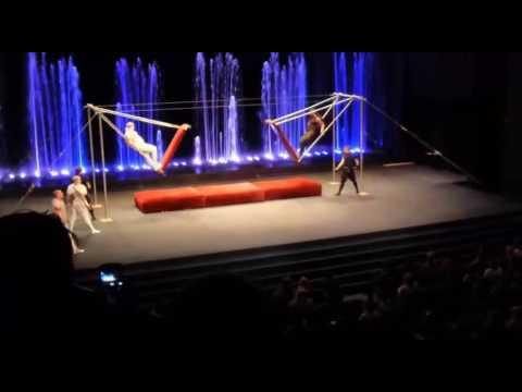 Падение гимнаста в цирке Аквамарин