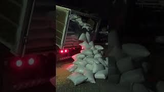 Cerca de 3 toneladas de maconha escondidas em carga de milho são apreendidas em Feira de Santana