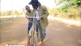 Swengere: Bw'oyigiriza taata egaali okikola nabwegendereza thumbnail
