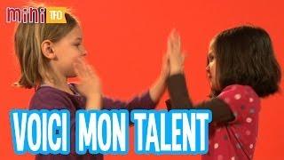 Voici mon talent : Isabelle et Lila font un jeu avec les mains