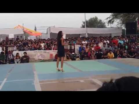 Kamli Dance by IIT Kanpur Girl || It's Hot || Beautiful Girl || V series