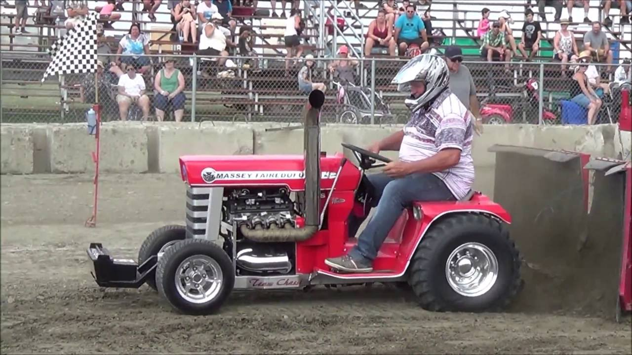 Modified Garden Tractors Pulling 1400lbs at St-Damase Québec 2016 - YouTube