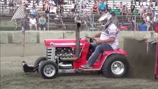 Modified Garden Tractors Pulling 1400lbs at St-Damase Québec 2016