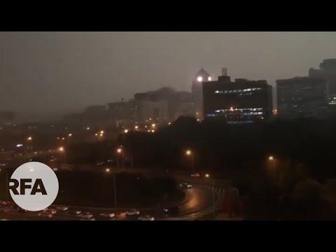天有异象?中共开两会 北京的白昼却漆黑一片
