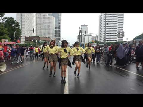 KPOP IN PUBLIC GFRIEND s All Songs Medley Dance   AURALIZE at CFD with 1042 MSTRI FM
