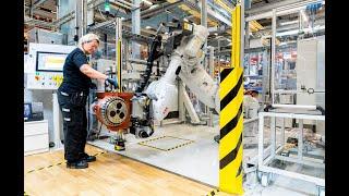 På ABB:s robotfabrik i Västerås byggs robotar av robotar – i tätt samarbete med människor