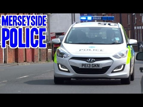 police car responding merseyside police hyundai i30. Black Bedroom Furniture Sets. Home Design Ideas