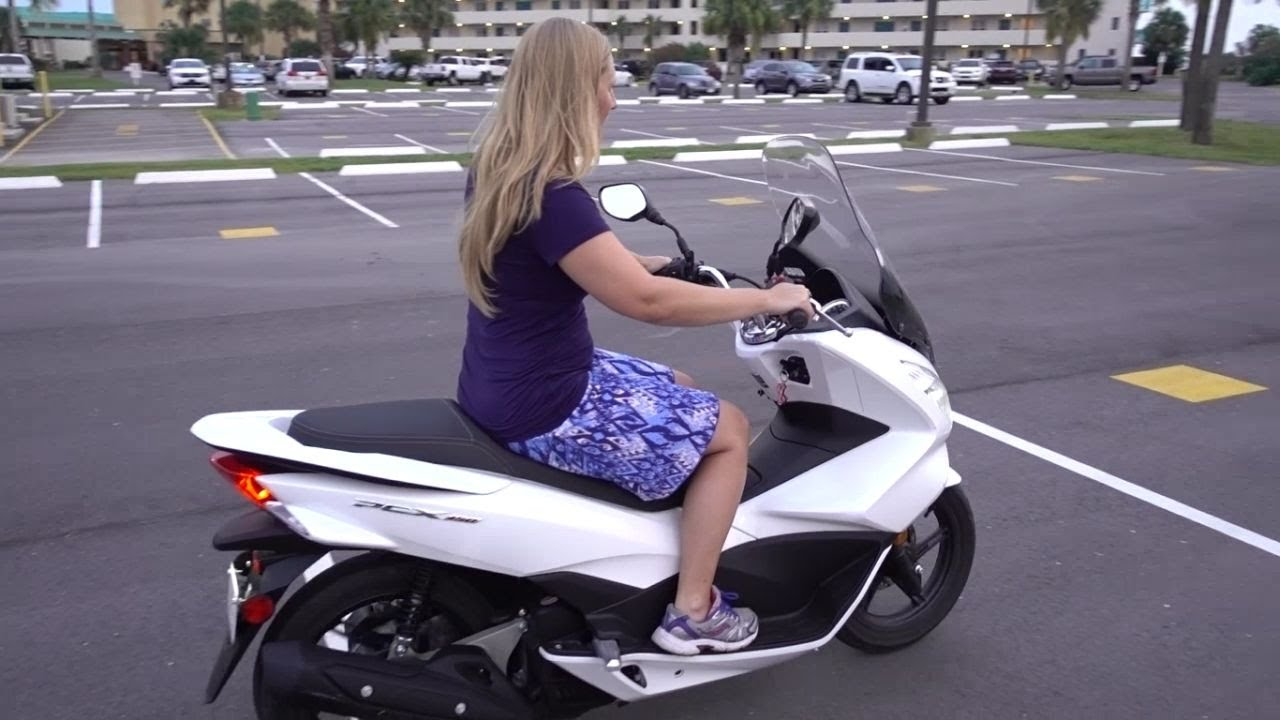 GIRL LEARNS HOW TO DRIVE A MOTORCYCLE SCOOTER Vlog 1287