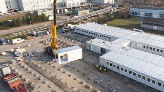 Postęp prac przy budowie szpitala tymczasowego w Ostrołęce