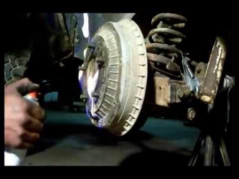 2001 Jeep Xj >> bremstrommel demontieren - YouTube