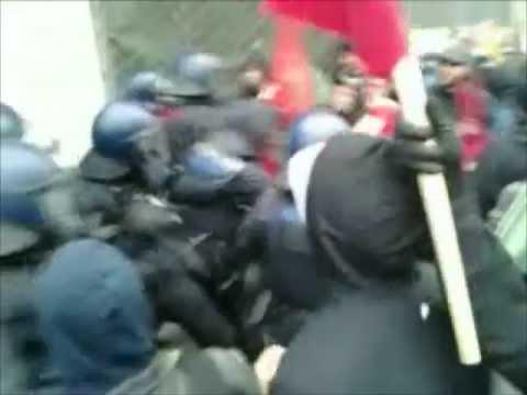 M31 Frankfurt - Polizisten schlagen zu / Police hits