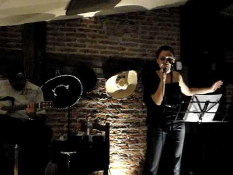 Mary Estrada cantando Si tu no estas aquí