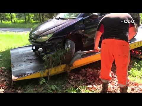 Automobilist belandt in sloot en raakt gewond in Enschede