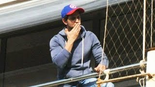 (Video) Hrithik Roshan WAVES To His FANS From Balcony - BIRTHDAY Celebration With Fans