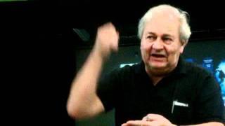 A bronca do Professor Pierluiggi Piazzi: Estamos criando uma geração de deficientes mentais.