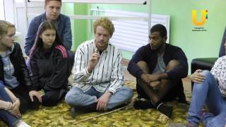 Иностранные гости преподают уроки английского зыка в лагере «Бригантина»