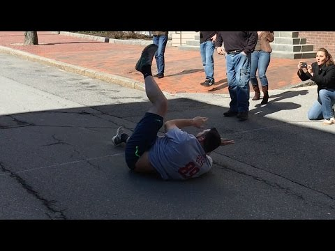 Townsquare Media Sales Guy Eats It During Road Race